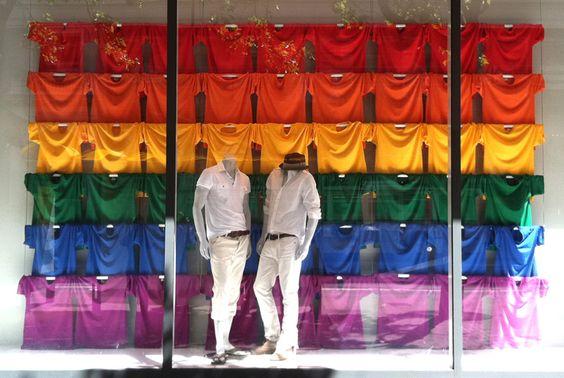 Vitrine GAP Celebrates Pride.