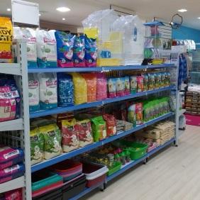 Verticalização de produtos por categoria: gatos, aves e roedores.